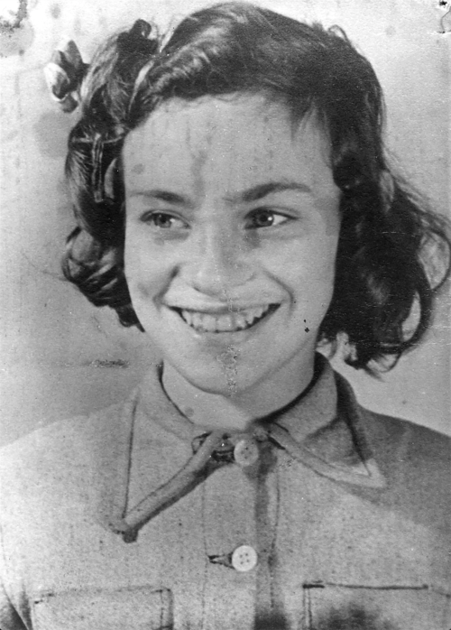 Portrait of a Young Betty Grumet, Image and caption from Yad Vashem